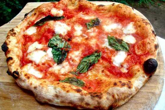 pizza rossa la vera napoli
